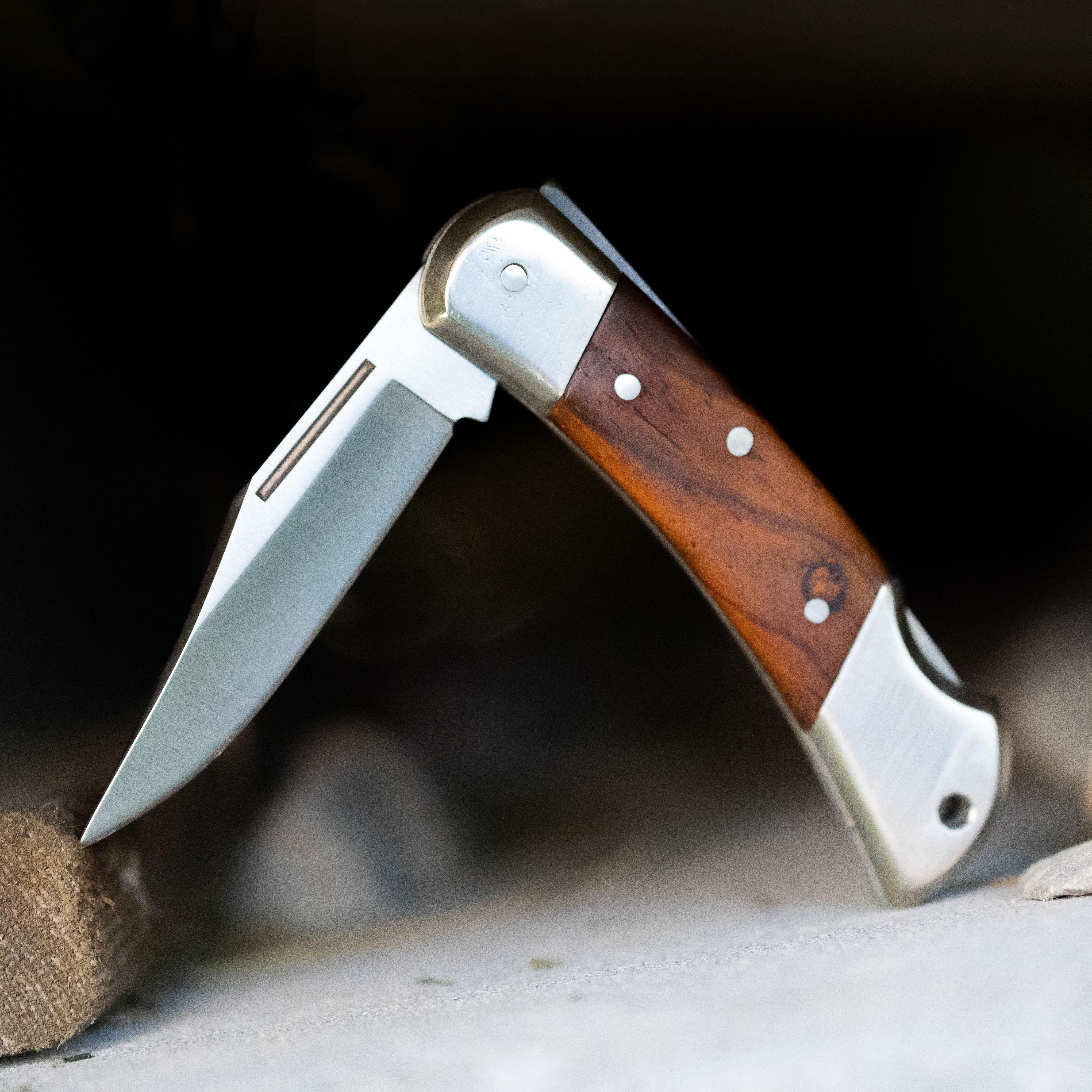 Swallowtail folding knife kit
